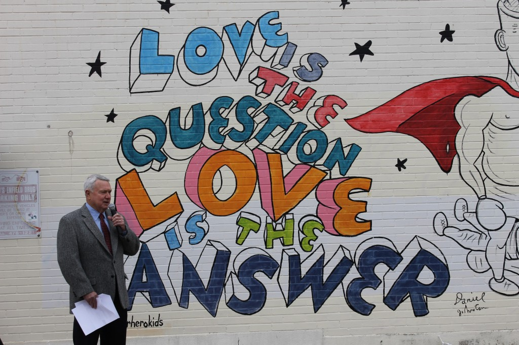 Mayor Lee Leffingwell speaks at the unveiling of Daniel Johnston's latest mural in Austin. Photo: Stephen C. Webster.