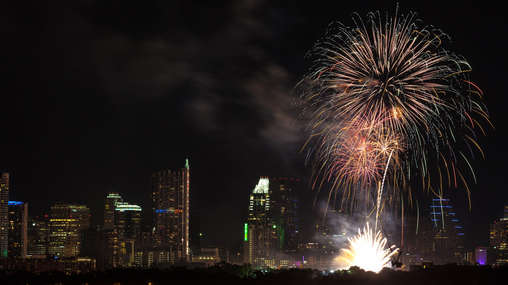 auditorium shores lady bird lake fireworks new years eve celebration artillery shell zilker park butler park
