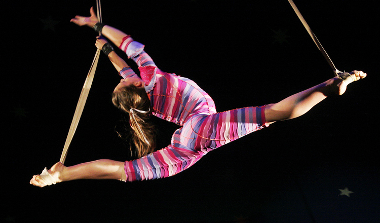 aerialist-circus-performer-stunt-sky-candy-austin