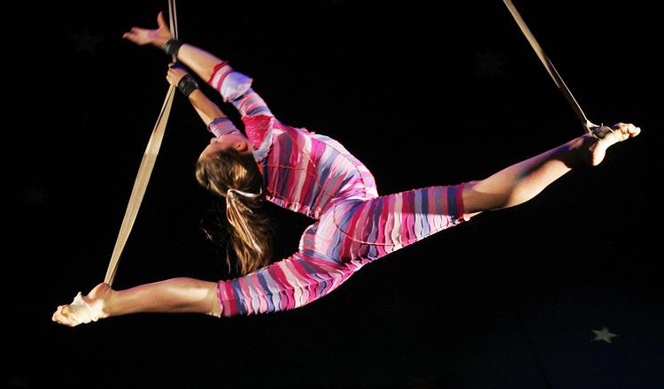 aerialist-circus-performer-stunt-sky-candy-austin
