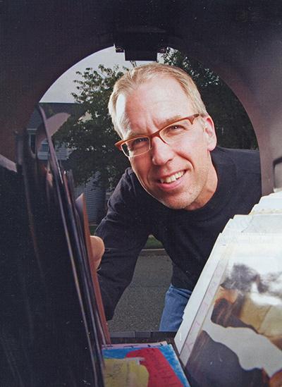 frank-warren-mailbox-headshot-postcard-400px
