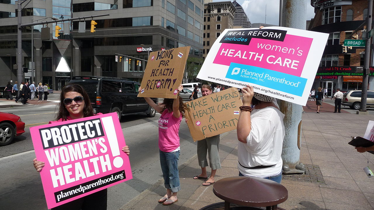 Texas health officials raid Planned Parenthood clinics