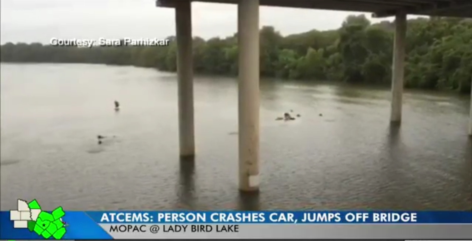 Person jumps into Lady Bird Lake after crash on MoPac