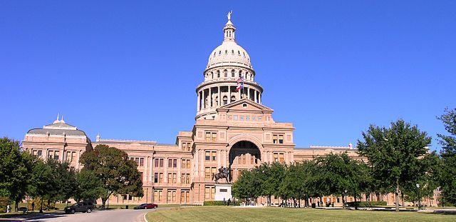 640px-Texas_State_Capitol_building-front_left_front_oblique_view