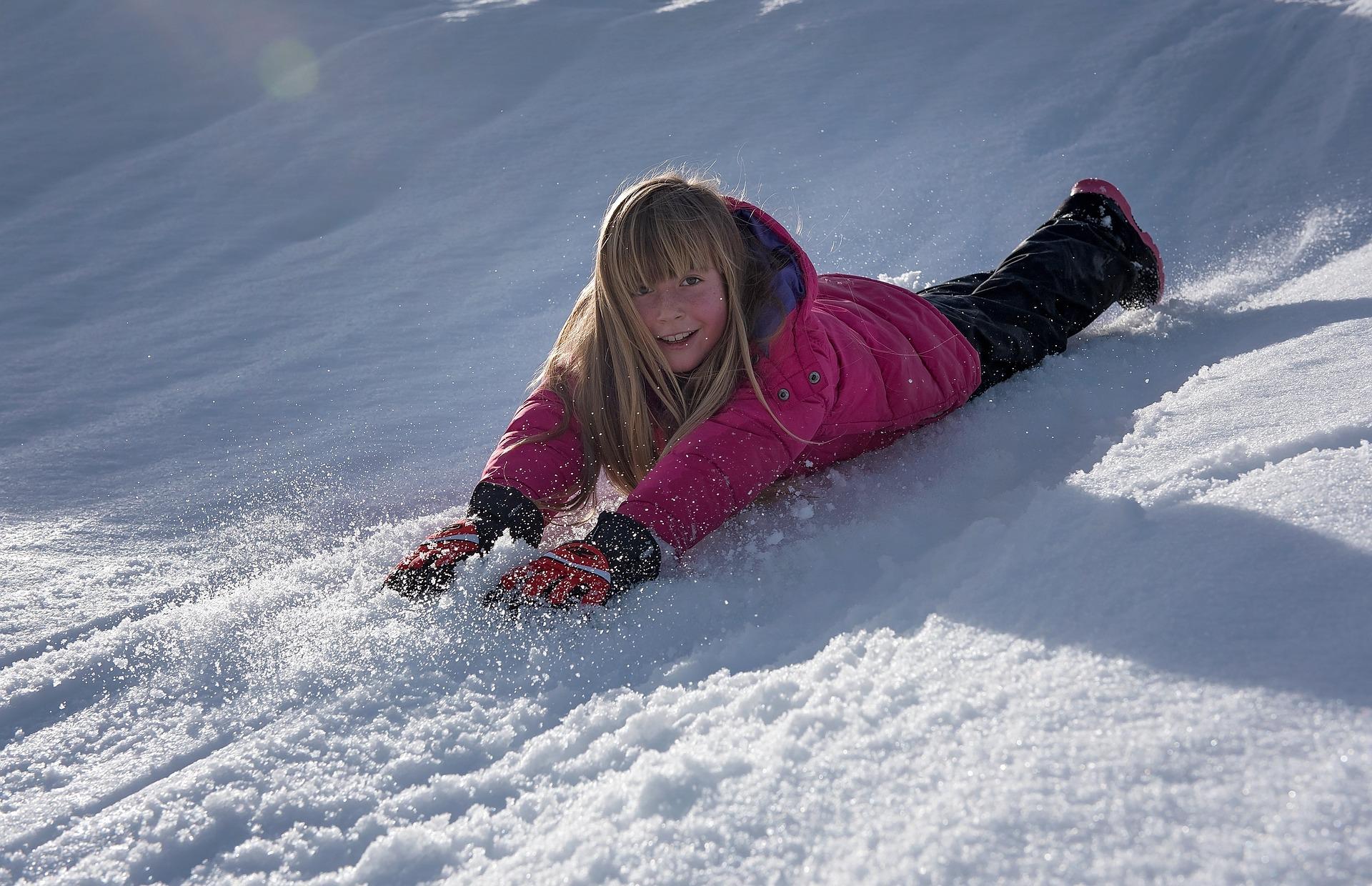 https://pixabay.com/en/child-girl-winter-snow-slip-fun-1219700/