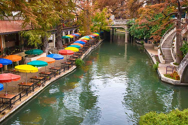Daytrips - San Antonio Riverwalk