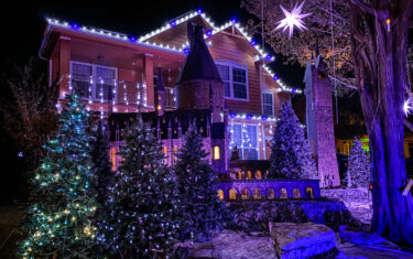 Break Out The Butterbeer, The Austin Harry Potter House is Ready For Christmas!